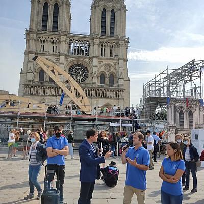 Bilan des Journées du Patrimoine sur le parvis de Notre-Dame de Paris